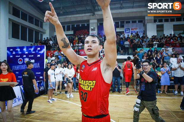 Thấy trò cũ bị chỉ trích dù thi đấu chói sáng, cựu HLV của Saigon Heat đáp trả cực gắt - Ảnh 1.