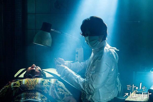 5 khoảnh khắc chứng minh anh thịt bò Lee Dong Wook ở Strangers From Hell hãi hùng hơn cả Thần Chết - Ảnh 10.
