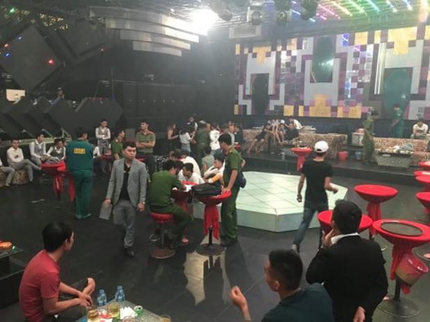 Hơn 150 khách và dân chơi chạy loạn khi cảnh sát đột kích quán bar - Ảnh 1.