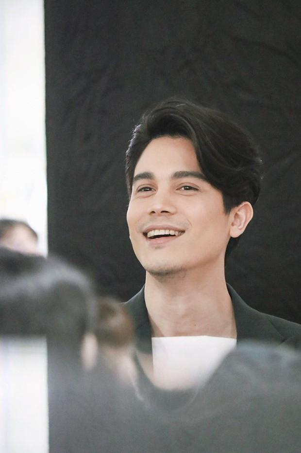 Nam chính Yêu Chàng Cấp Cứu Sunny Suwanmethanon: Ông chú độc thân điển trai chuyên bao bom tấn phòng vé - Ảnh 9.