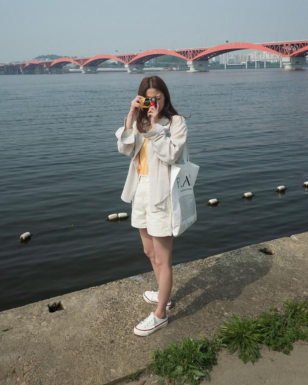 Có một kiểu áo sơ mi đang rất được lòng các sao nữ xứ Hàn: Diện lên trẻ trung, thu gọn vóc dáng và hơn thế nữa - Ảnh 15.