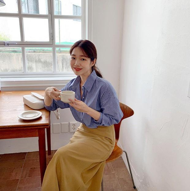 Có một kiểu áo sơ mi đang rất được lòng các sao nữ xứ Hàn: Diện lên trẻ trung, thu gọn vóc dáng và hơn thế nữa - Ảnh 16.