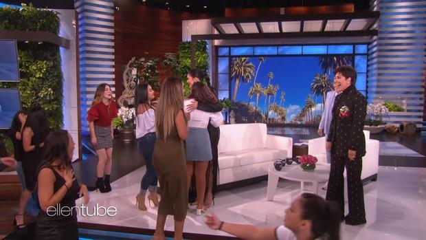 """""""Tỷ phú"""" Kylie Jenner khai pháo mùa 17 của """"The Ellen show"""" bằng phần quà 1 triệu đô la - Ảnh 3."""