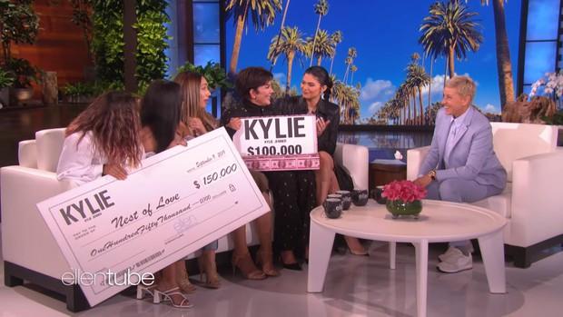 """""""Tỷ phú"""" Kylie Jenner khai pháo mùa 17 của """"The Ellen show"""" bằng phần quà 1 triệu đô la - Ảnh 4."""