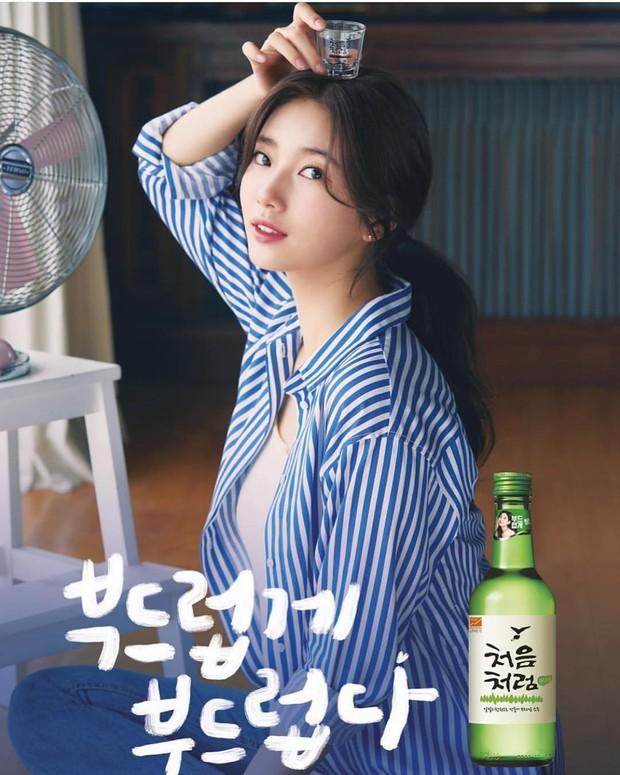 Có một kiểu áo sơ mi đang rất được lòng các sao nữ xứ Hàn: Diện lên trẻ trung, thu gọn vóc dáng và hơn thế nữa - Ảnh 6.