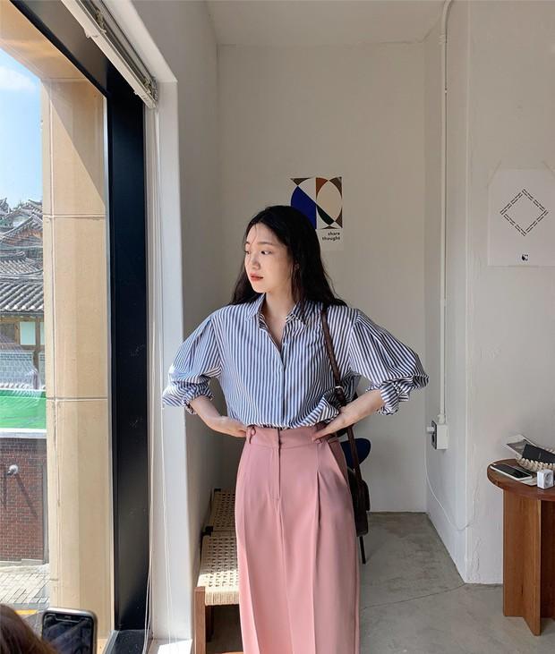 Có một kiểu áo sơ mi đang rất được lòng các sao nữ xứ Hàn: Diện lên trẻ trung, thu gọn vóc dáng và hơn thế nữa - Ảnh 9.