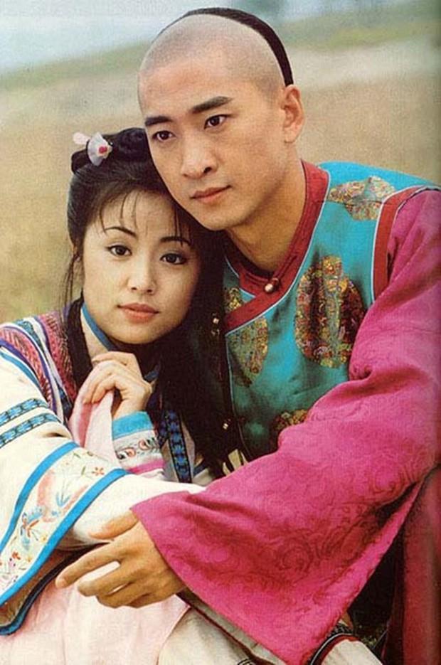 Từng được ship điên đảo, 5 cặp đôi châu Á lại khiến fan vỡ mộng: Gary cạch mặt Song Ji Hyo, nàng cỏ cà khịa chồng - Ảnh 15.