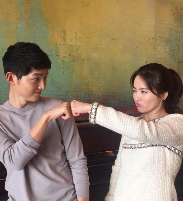 Từng được ship điên đảo, 5 cặp đôi châu Á lại khiến fan vỡ mộng: Gary cạch mặt Song Ji Hyo, nàng cỏ cà khịa chồng - Ảnh 2.
