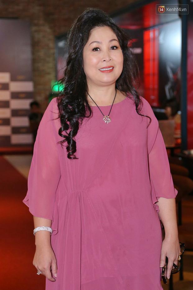 Minh Tú tóc bết sương sương, bị Lương Mạnh Hải tích cực bóc phốt tại thảm đỏ ra mắt phim Hoa Hậu Giang Hồ - Ảnh 6.