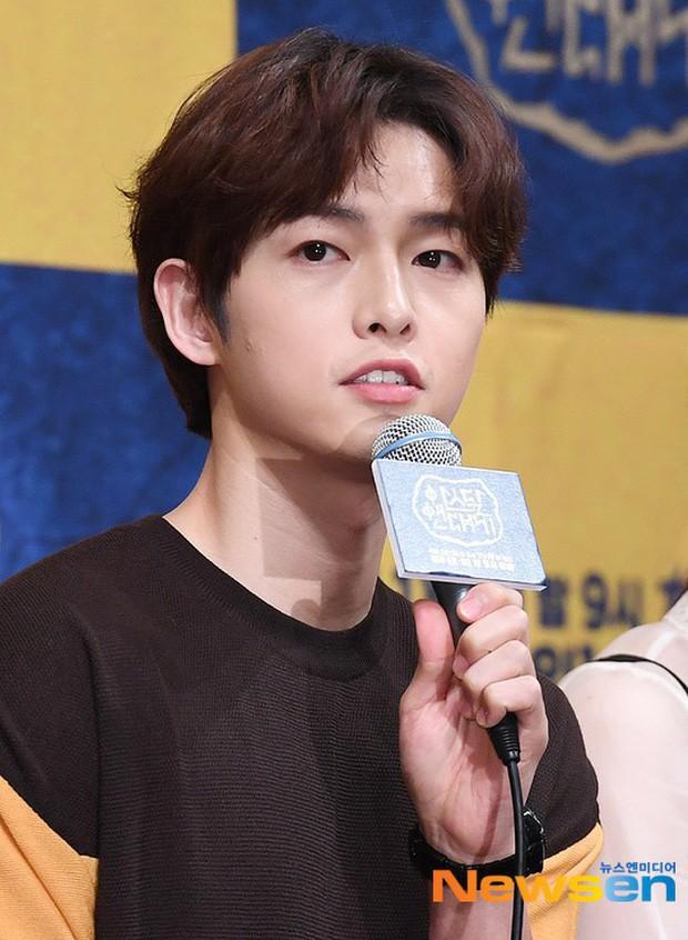 Từng được ship điên đảo, 5 cặp đôi châu Á lại khiến fan vỡ mộng: Gary cạch mặt Song Ji Hyo, nàng cỏ cà khịa chồng - Ảnh 3.