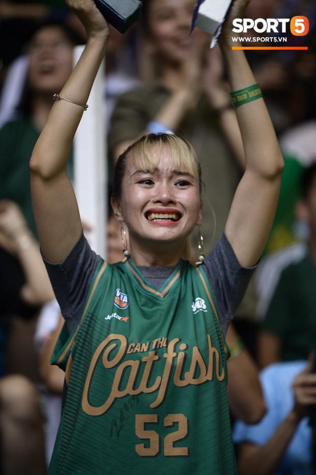 Nỗi tuyệt vọng bao trùm nhà thi đấu Đa Năng sau thất bại của cựu vương Cantho Catfish tại VBA 2019 - Ảnh 4.