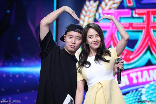 Từng được ship điên đảo, 5 cặp đôi châu Á lại khiến fan vỡ mộng: Gary cạch mặt Song Ji Hyo, nàng cỏ cà khịa chồng - Ảnh 7.