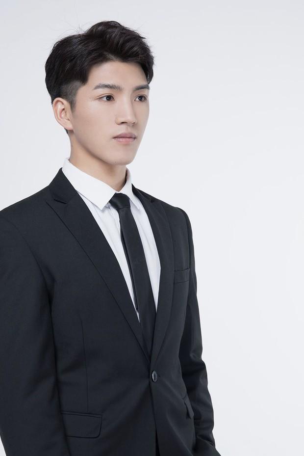Thế thân của Tiêu Chiến ở Trần Tình Lệnh là trai đẹp 6 múi, netizen háo hức: Này anh có ý định làm minh tinh không? - Ảnh 4.