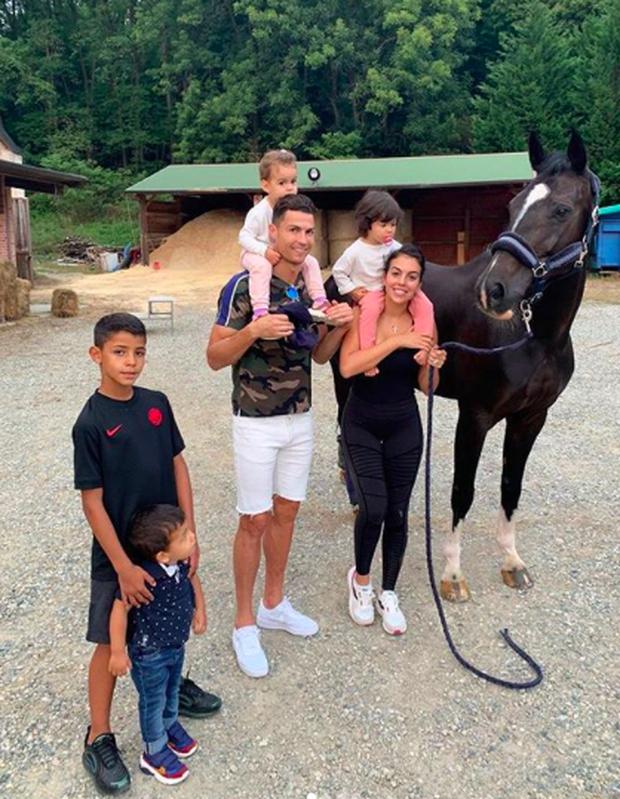 Ronaldo xấu hổ với gia đình vì dính vào cáo buộc hiếp dâm cô gái người Mỹ - Ảnh 1.