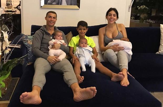 HOT: Ronaldo cuối cùng đã thừa nhận sẽ cưới Georgina sau 3 năm yêu nhưng vẫn còn một vấn đề cực lớn này chưa được giải đáp - Ảnh 2.