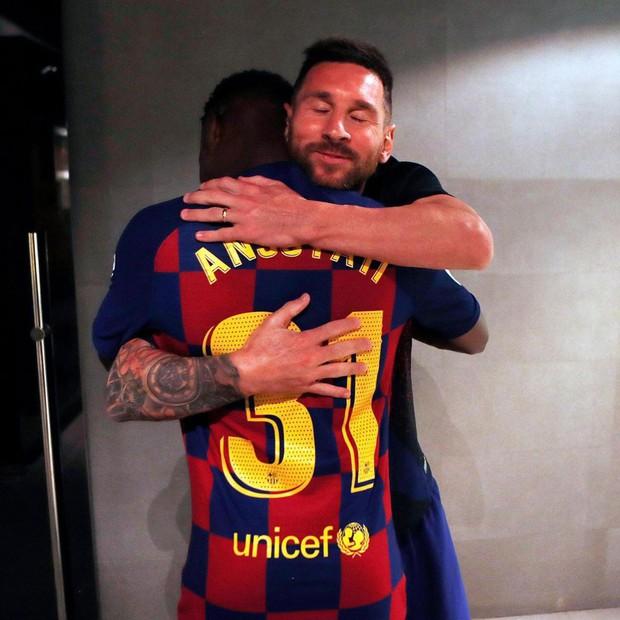 Real Madrid tuột mất thần đồng đang nổi như cồn trong màu áo Barcelona vì lý do khó tin - Ảnh 2.