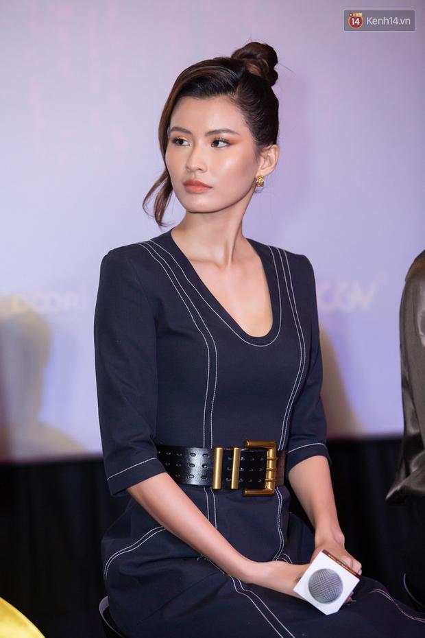 Minh Tú tóc bết sương sương, bị Lương Mạnh Hải tích cực bóc phốt tại thảm đỏ ra mắt phim Hoa Hậu Giang Hồ - Ảnh 9.
