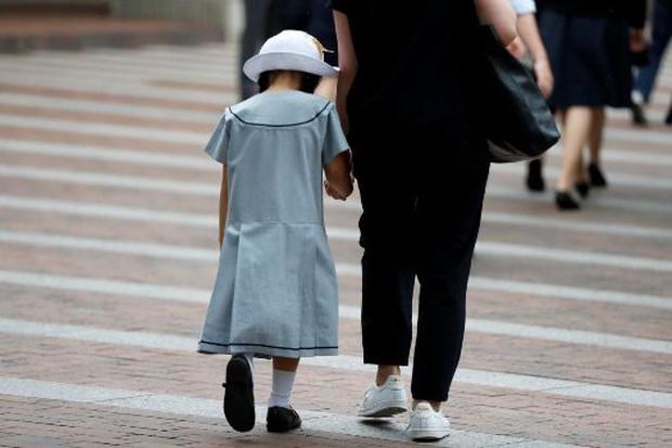 Báo động nạn cha mẹ đẻ bạo hành con cái trong các gia đình Nhật Bản - Ảnh 1.