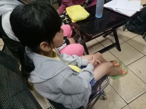 Mẹ của bé gái 10 tuổi nghi bị hiếp dâm tập thể: Nó dẫn con tôi qua nhà trọ cùng với 3 đứa khác rồi thay phiên nhau làm bậy - Ảnh 1.