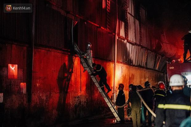 Hà Nội họp báo thông tin nguyên nhân vụ cháy Công ty Rạng Đông, tình hình sức khỏe của hàng nghìn người gần hiện trường - Ảnh 1.