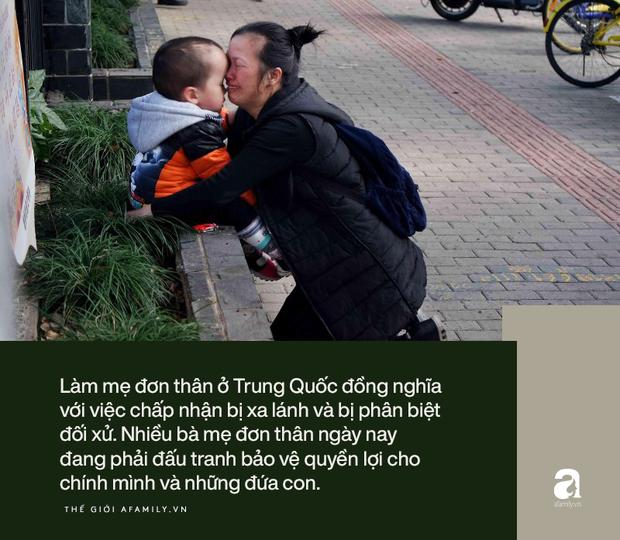 Những đứa trẻ không được xã hội thừa nhận và bi kịch chất chồng của những bà mẹ đơn thân, không chồng mà chửa ở Trung Quốc - Ảnh 2.