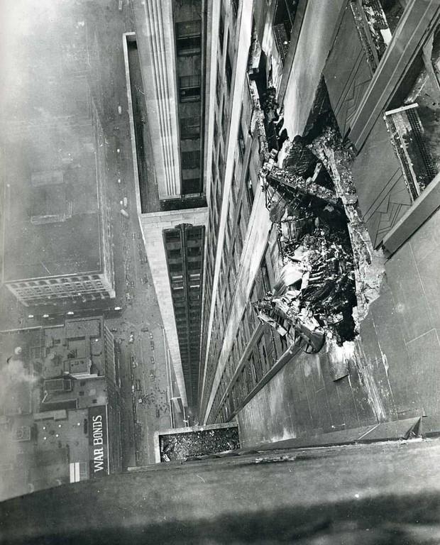 Bị thương nặng khi máy bay lao vào tòa nhà rồi rơi tự do trong thang máy từ tầng 79 cùng 1 ngày, người phụ nữ vẫn sống sót thần kỳ - Ảnh 3.