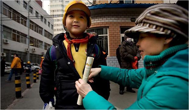 Những đứa trẻ không được xã hội thừa nhận và bi kịch chất chồng của những bà mẹ đơn thân, không chồng mà chửa ở Trung Quốc - Ảnh 3.