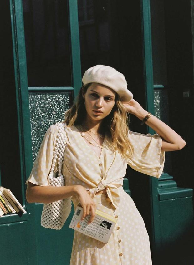 Diện đồ bình dân mà vẫn đẳng cấp, đó là vì phụ nữ Pháp luôn ưu tiên cho 5 item đinh - Ảnh 6.