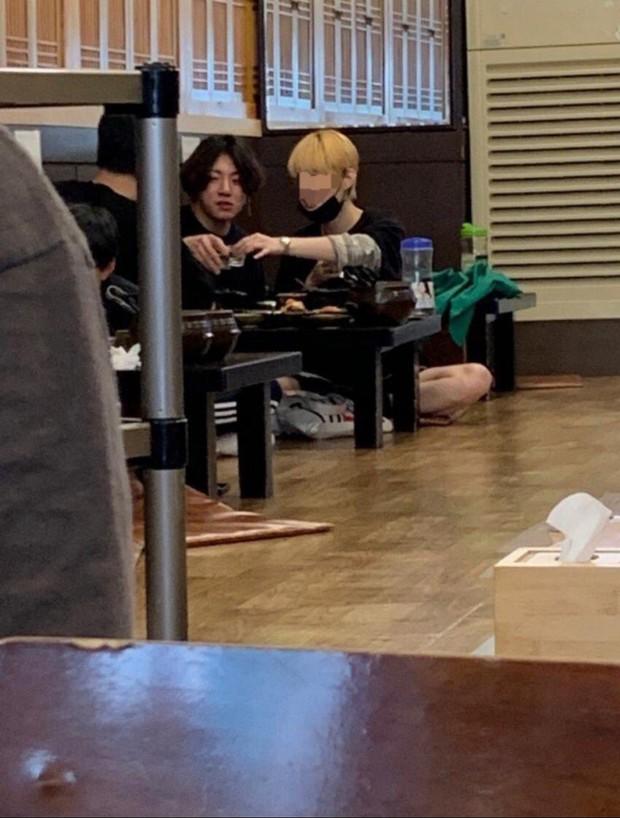 HOT: Em út Jungkook (BTS) lộ ảnh CCTV ôm ấp, uống rượu với gái lạ, tình trạng hôn nhân của cô gái gây bão toàn cầu - Ảnh 5.