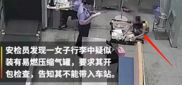 Mỹ nhân 9X gây phẫn nộ khi chửi bới, nhục mạ cảnh sát và nhân viên nhà ga - Ảnh 1.