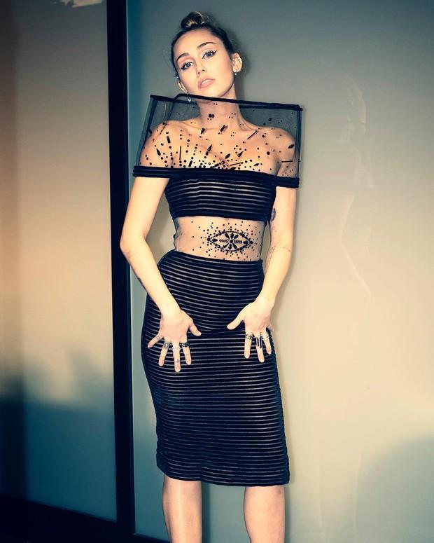 Ngỡ ngàng cuộc lột xác body ngoạn mục của Miley Cyrus trước và sau ly hôn: Khi không thuộc về ai là đỉnh nhất! - Ảnh 5.