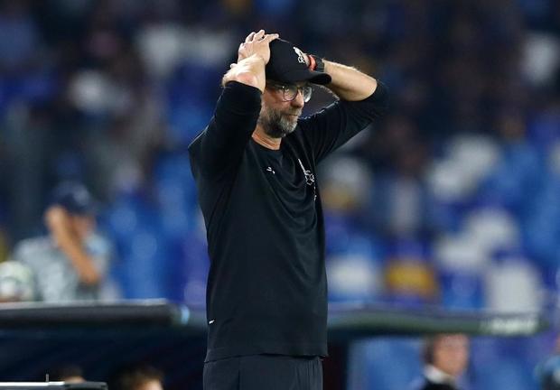 Trung vệ hay nhất thế giới biếu cho đối thủ bàn thắng, ĐKVĐ Liverpool thua trắng ở trận ra quân Champions League - Ảnh 8.