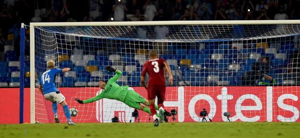 Trung vệ hay nhất thế giới biếu cho đối thủ bàn thắng, ĐKVĐ Liverpool thua trắng ở trận ra quân Champions League - Ảnh 5.