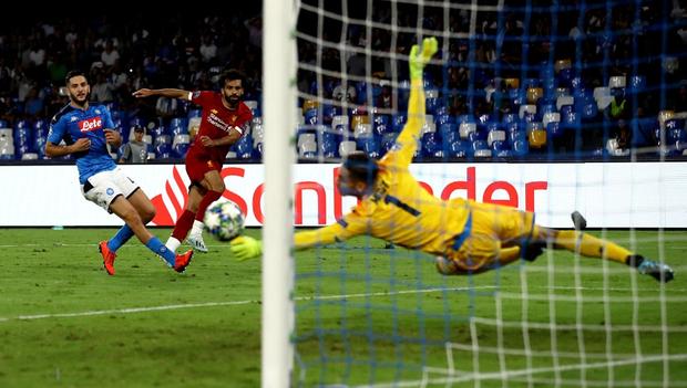 Trung vệ hay nhất thế giới biếu cho đối thủ bàn thắng, ĐKVĐ Liverpool thua trắng ở trận ra quân Champions League - Ảnh 3.
