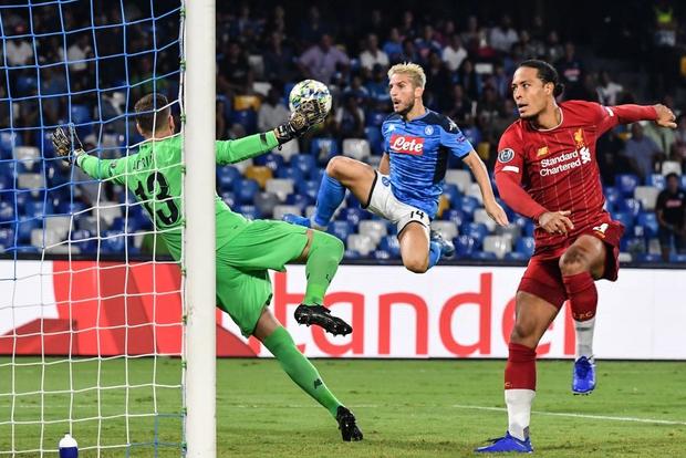 Trung vệ hay nhất thế giới biếu cho đối thủ bàn thắng, ĐKVĐ Liverpool thua trắng ở trận ra quân Champions League - Ảnh 7.