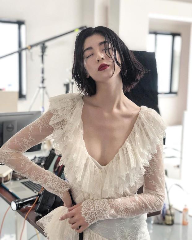 Nữ chính MV gây bão của Châu Kiệt Luân: Tưởng ngây thơ nhưng hoá ra còn sexy, thần thái đánh bật cả vợ Justin Bieber - Ảnh 6.