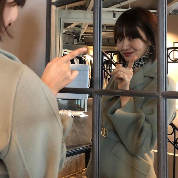 Không thèm chỉnh ảnh, bạn gái Kim Woo Bin vẫn khiến Dispatch mê mẩn vì nhan sắc và nét duyên hiếm có - Ảnh 1.