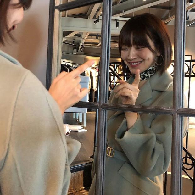 Không thèm chỉnh ảnh, bạn gái Kim Woo Bin vẫn khiến Dispatch mê mẩn vì nhan sắc và nét duyên hiếm có - Ảnh 2.