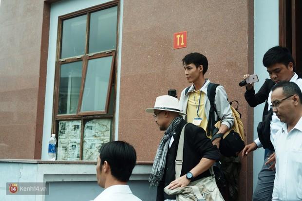 Hoãn phiên phúc thẩm vụ ly hôn nghìn tỷ của vợ chồng vua cà phê Trung Nguyên, ông Vũ mỉm cười ra về - Ảnh 7.