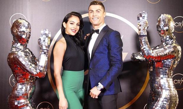 Ronaldo: Cả đời chỉ tin 4 người. Ghi bàn thắng đẹp không sướng bằng ở bên bạn gái - Ảnh 2.