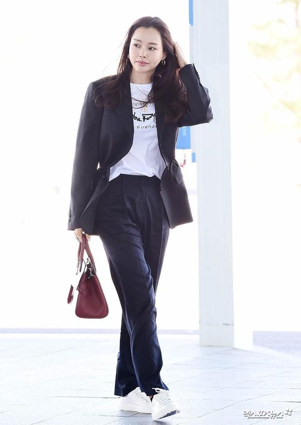 Dàn mỹ nhân Hàn gây bão sân bay: Jisoo lấn át Hoa hậu Hàn đẹp nhất thế giới, diễn viên vô danh gây chú ý vì quá xinh - Ảnh 6.