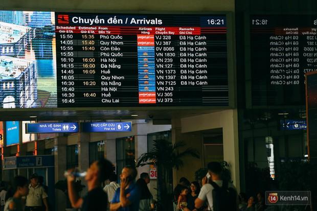 Sân bay Tân Sơn Nhất chính thức ngưng phát loa thông tin các chuyến bay - Ảnh 1.