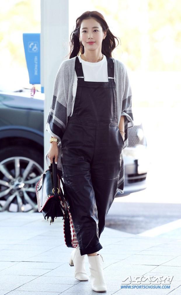 Dàn mỹ nhân Hàn gây bão sân bay: Jisoo lấn át Hoa hậu Hàn đẹp nhất thế giới, diễn viên vô danh gây chú ý vì quá xinh - Ảnh 14.