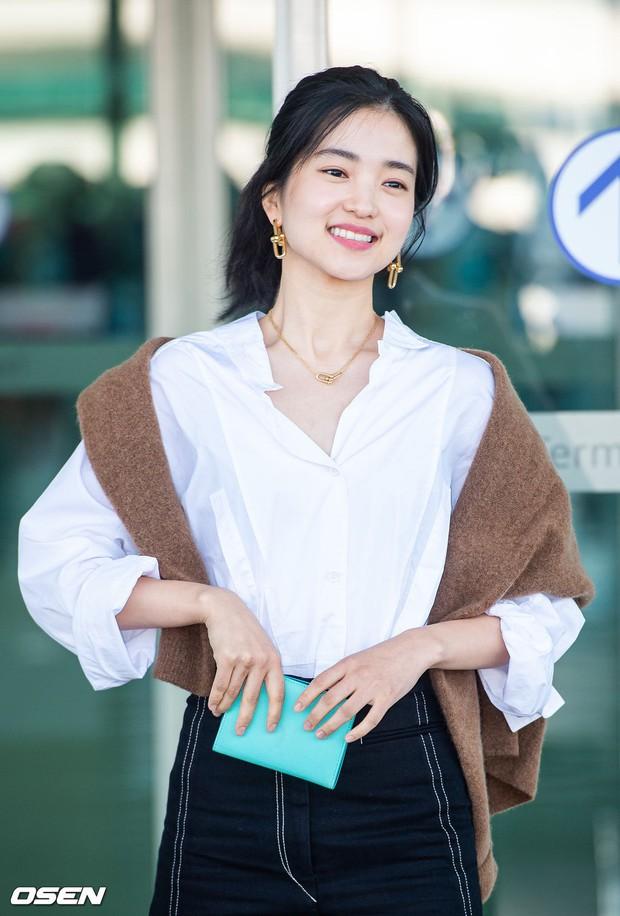 Dàn mỹ nhân Hàn gây bão sân bay: Jisoo lấn át Hoa hậu Hàn đẹp nhất thế giới, diễn viên vô danh gây chú ý vì quá xinh - Ảnh 10.