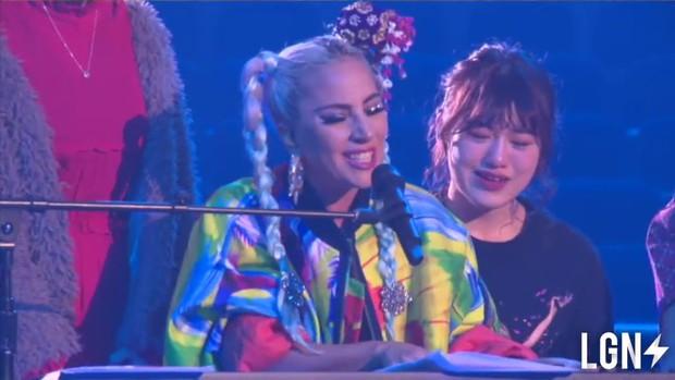 """Khi sao US-UK quá sốc trước giọng hát của fan: Beyoncé, Rihanna """"đứng hình mất 5 giây"""", Adele cần truyền thái y gấp - Ảnh 8."""