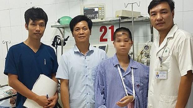 Nạn nhân sống sót duy nhất trong vụ anh sát hại cả nhà em trai được xuất viện sau 16 ngày - Ảnh 1.
