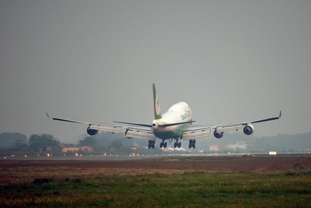 Tuyên truyền và ngăn chặn việc đốt rơm rạ gây ảnh hưởng tới hoạt động bay tại Nội Bài - Ảnh 2.