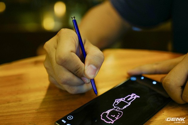 Cho iFan cầm thử Galaxy Note10+: Chỗ nào hay hơn iPhone, chỗ nào còn chưa được tốt? - Ảnh 3.