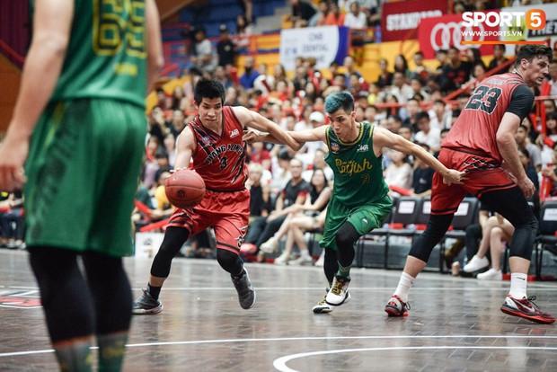 Nguyễn Thành Đạt bảo vệ anh trai và chia sẻ về áp lực khủng khiếp của cú ném phạt quyết định trong trận chung kết VBA 2019 - Ảnh 2.