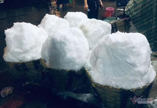 Vác đá lạnh xuyên đêm, anh công nhân phấn khởi nhận 400 ngàn đồng - Ảnh 7.